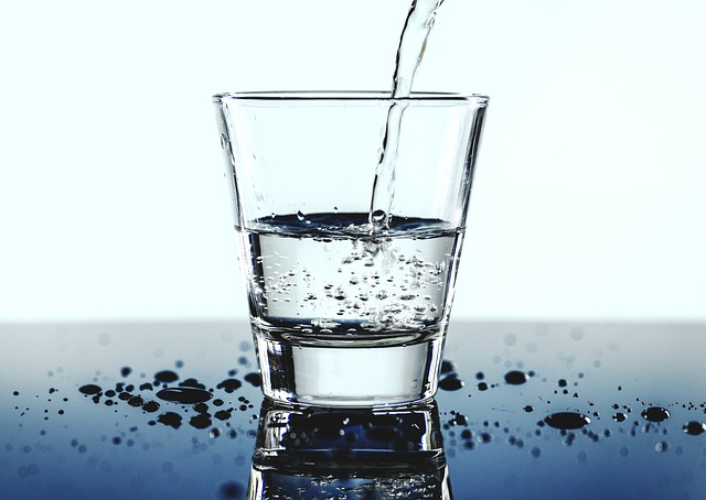Tanmese a pohár vízről